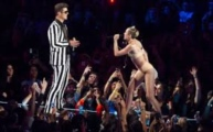 http://greaterbostontickets.com/ResultsGeneralAtVenue.aspx?kwds=Robin Thicke&venid=24;Miley Cyrus & Robin Thicke Boston Tickets